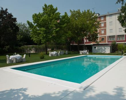 The large garden and swimming pool are available to guests at the Best Western Hotel Cristallo