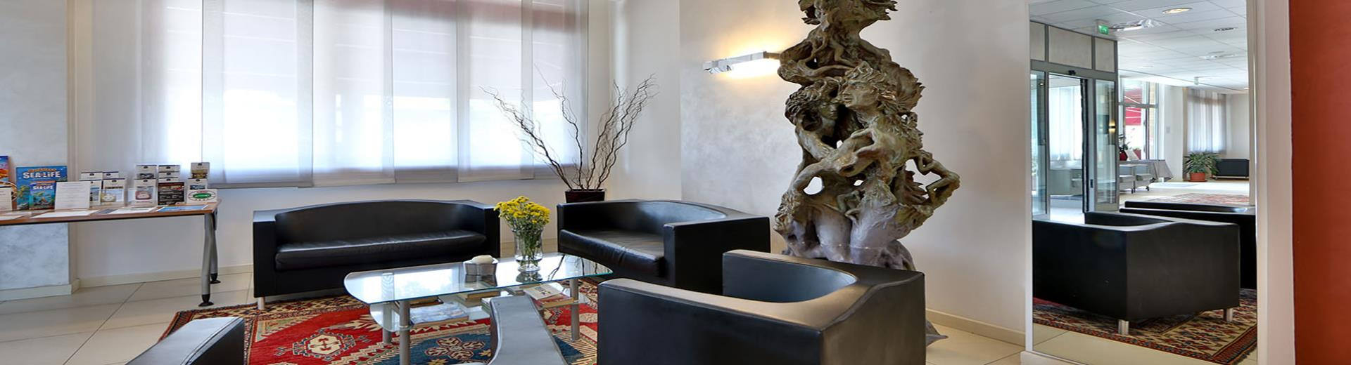 Book your 4 star hotel with internal pool and restaurant near Mantua